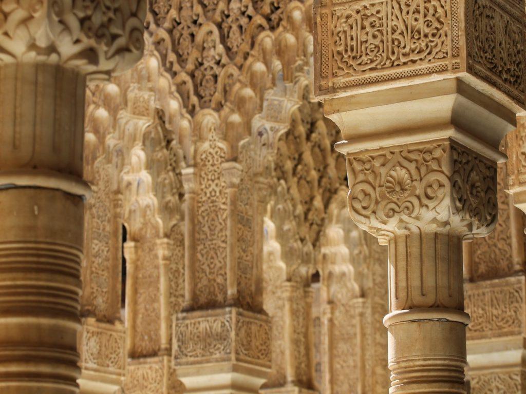 Colonnes architecturales de style arabe