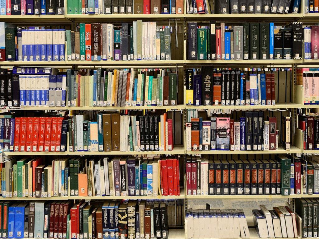 Rangées de livres avec cotes