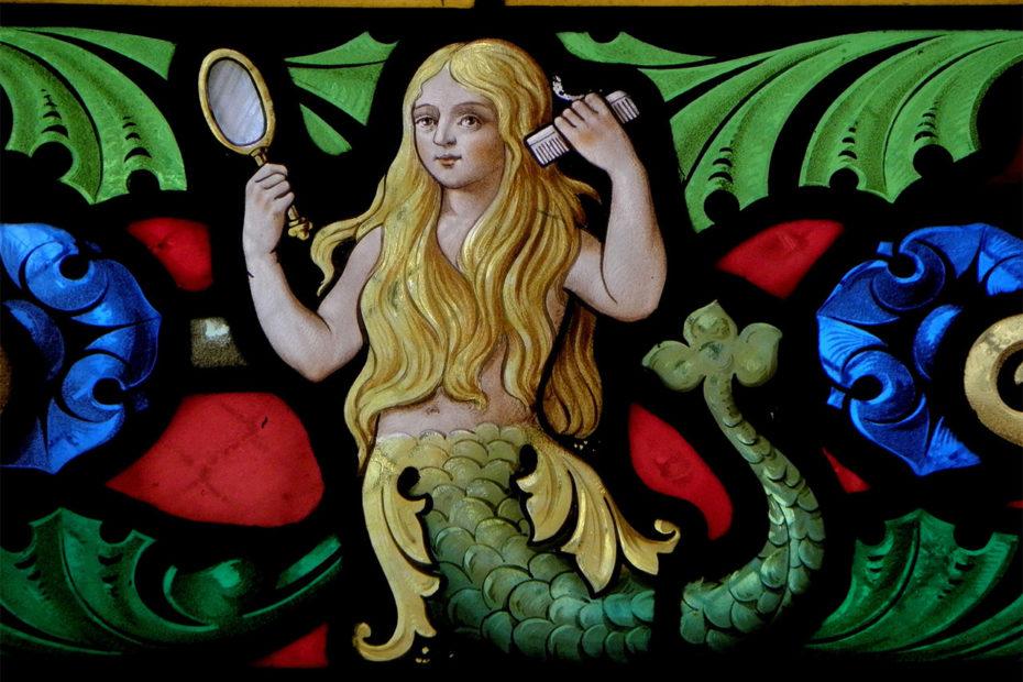 Vitrail de la fée Mélusine à l'église Saint Sulpice