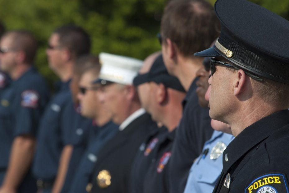 Ligne de policiers en fonction de leur grade hiérarchique