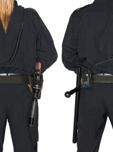 deux policier de dos, une femme et un homme
