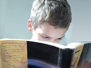 photographie d'un jeune lecteur