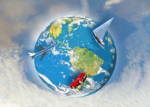 Image de la terre avec un avion, un bateau et une voiture