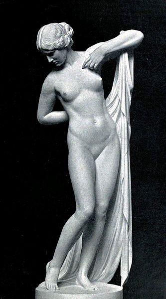statue de Phryné, nue avec drapé