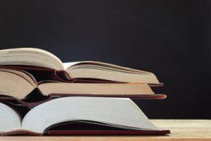 photo d'une pile de livres