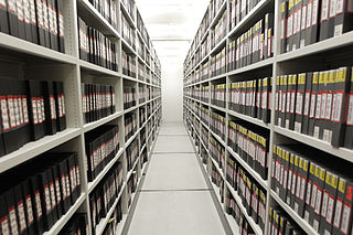 Photographie de rayonnages d'archives
