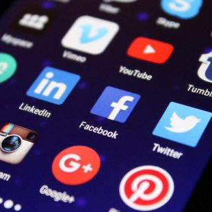 dessin présentant les logos des réseaux sociaux