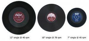 Photographie de vynils de trois tailles différentes