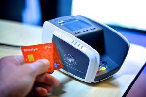 photographie d'un terminal de paiement sans contact