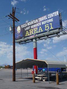 Panneau annonçant la zone 51 dans le Nevada