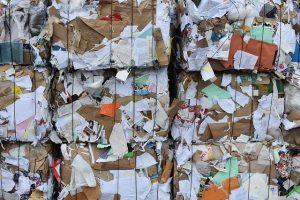 photo de ballots de papier destinés au recyclage