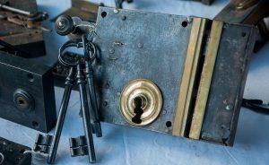 Photographie de serrure et de clés