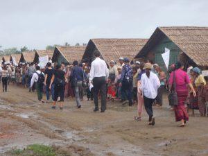 photographie de refugiés rohingyas dans un camp