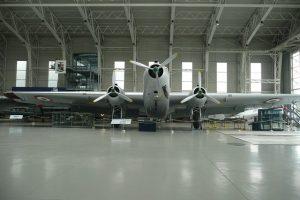 Photographie d'un hangar d'avions