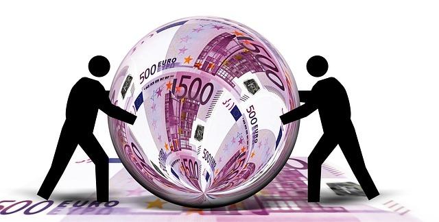 image virtuelle d'une boule de cristal reflétant des billets de 500 euros