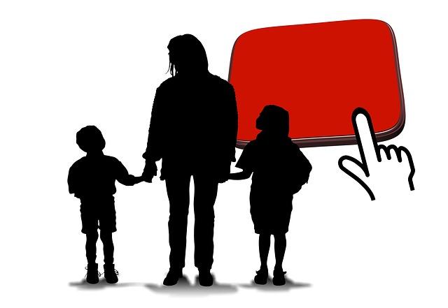 image représentant une silhouette d'adulte donnant la main à deux enfants