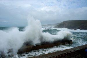 photographie de tempête en bords de mer