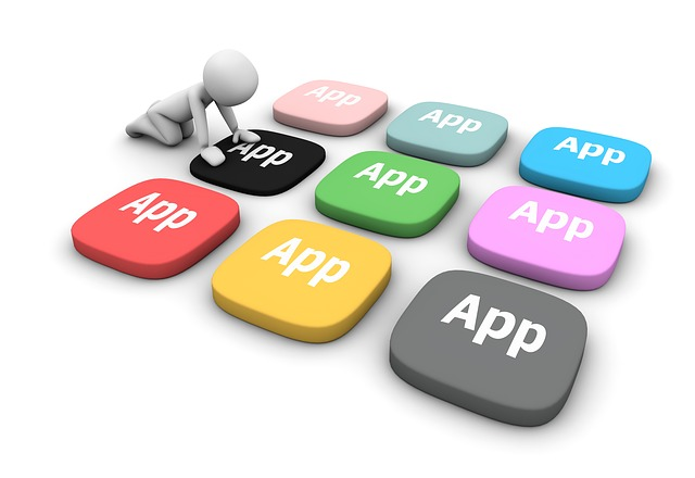image virtuelle d'un personnage et de touches d'applications