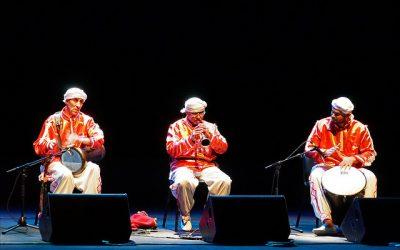 Existe-t-il des raisons religieuses qui expliqueraient que la musique arabe repose surtout sur la mélodie et écarte l'harmonie ?