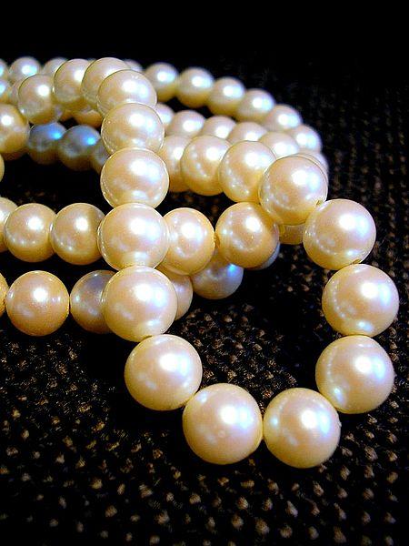 photographie d'un collier de perles