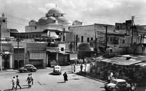 Photographie d'une porte la médina de Tunis en 1963