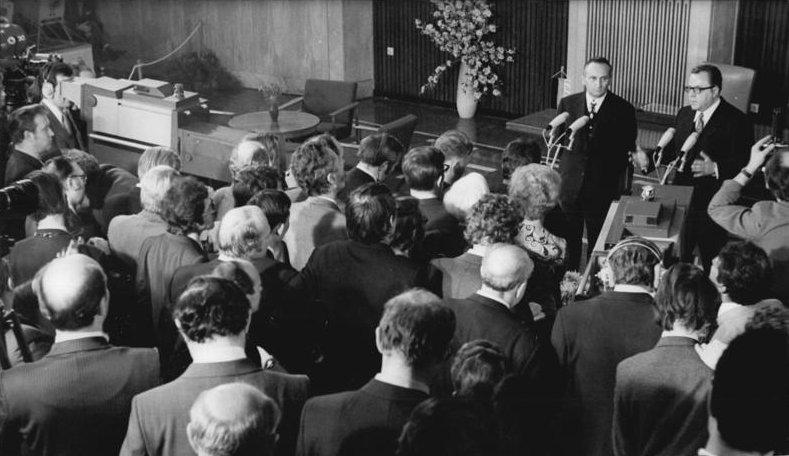 Conférence de presse après la signature du traité fondamental