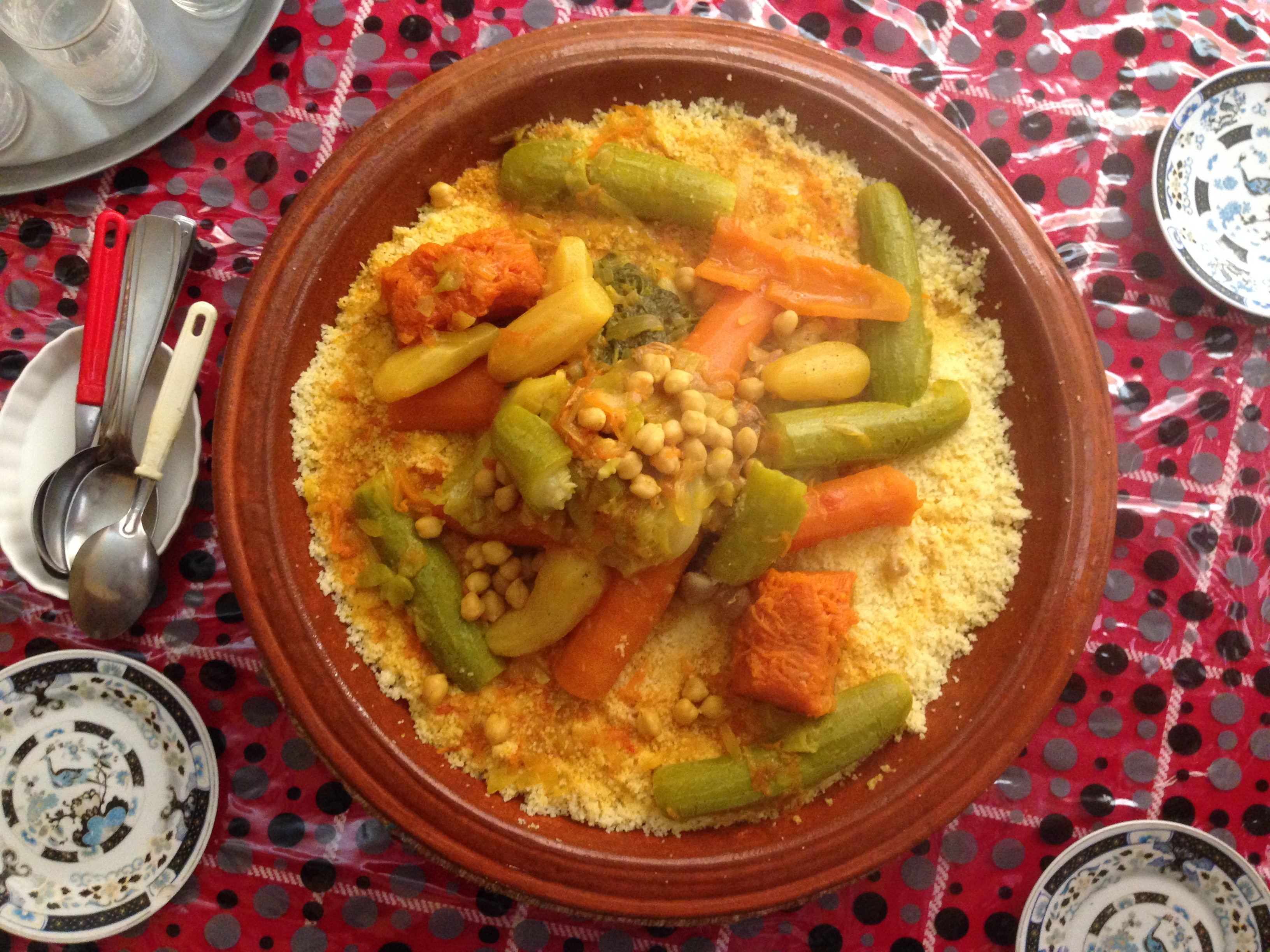 Plat de couscous. Commons