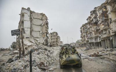 Je recherche des informations sur les enjeux politiques et sécuritaires de la reconstruction post-guerre civile en Syrie.
