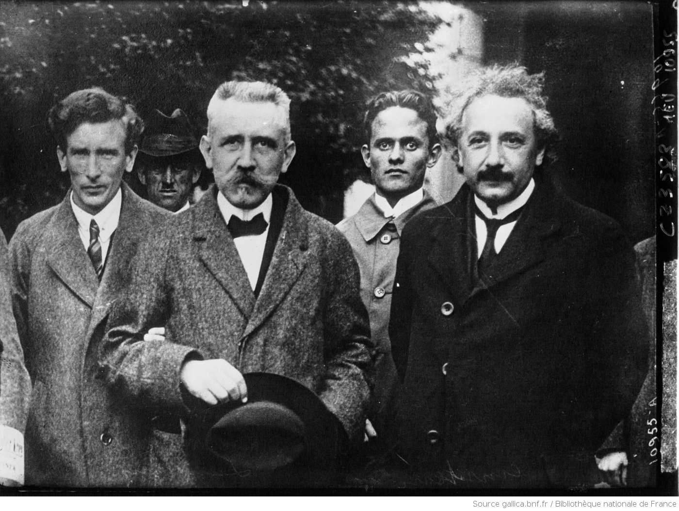 Photographie de Einstein, Professeur Langevin et R. Smith
