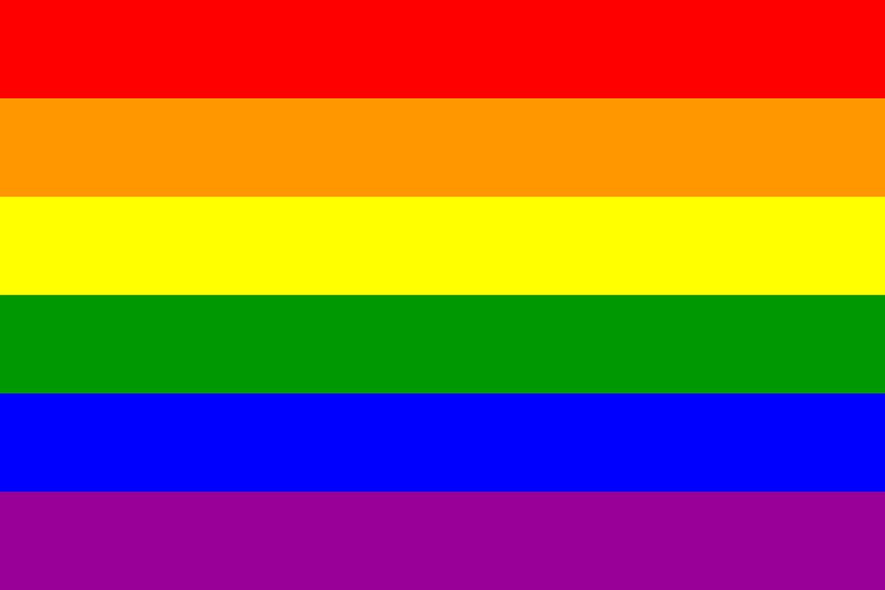 gay-drapeau-fierté-arc-en-ciel