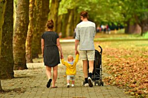 femme homme enfant couple parents poussette