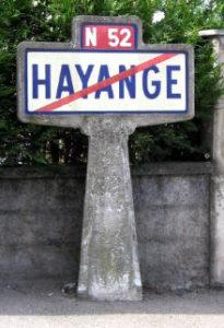 Panneau Michelin de fin d'agglomération à Hayange