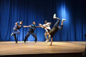 Jeunes_danseurs_de_Laghouat_Algerie
