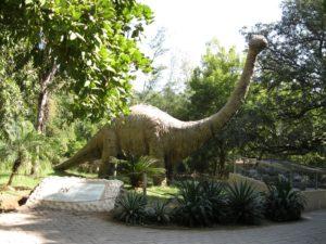 Statue de dinosaure à Indroda Nature Park (Inde)