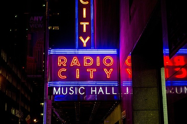 Entrée du music hall Radio city à New York