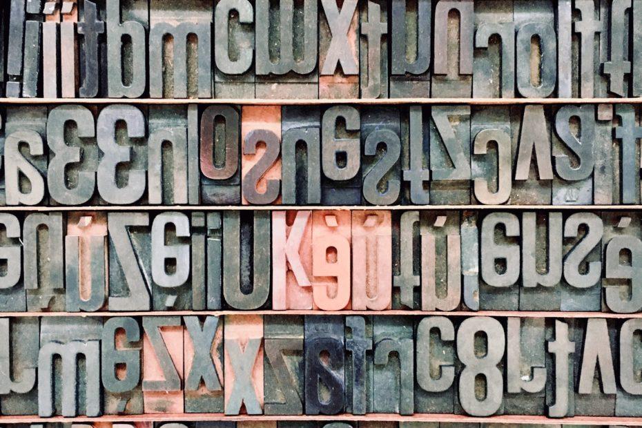 Caractères imprimerie plaque