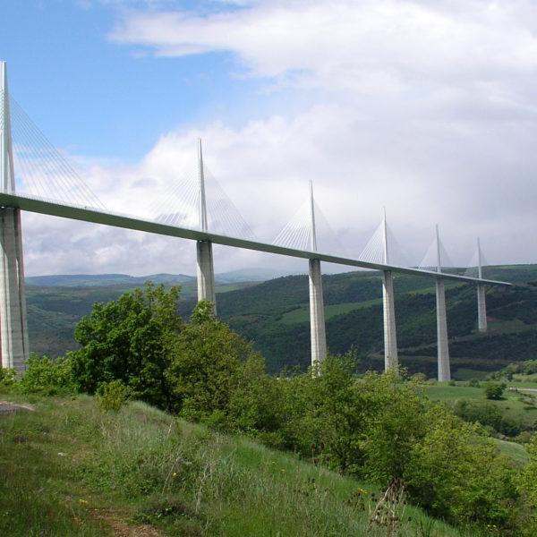 Architecture : comment s'est construit le viaduc de Millau ?