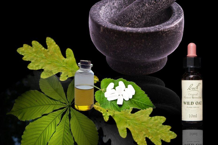 Plantes médicinales et flacon de fleur de Bach