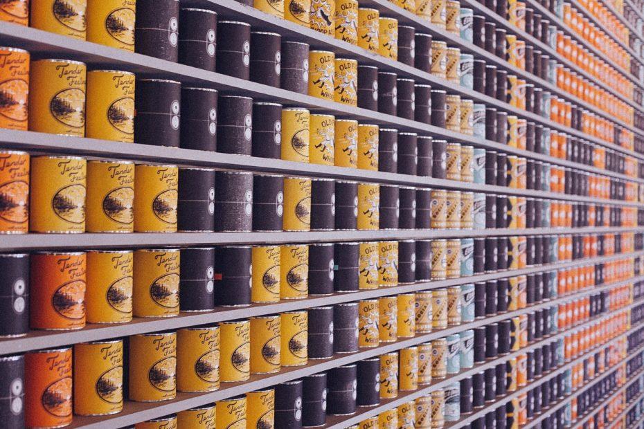 Rayonnage de produits en conserve