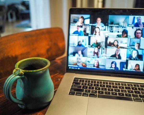 Numérique : Comment expliquer l'essor de Zoom face à Skype? Comment juger la qualité des différents logiciels pour effectuer des appels vidéo ?