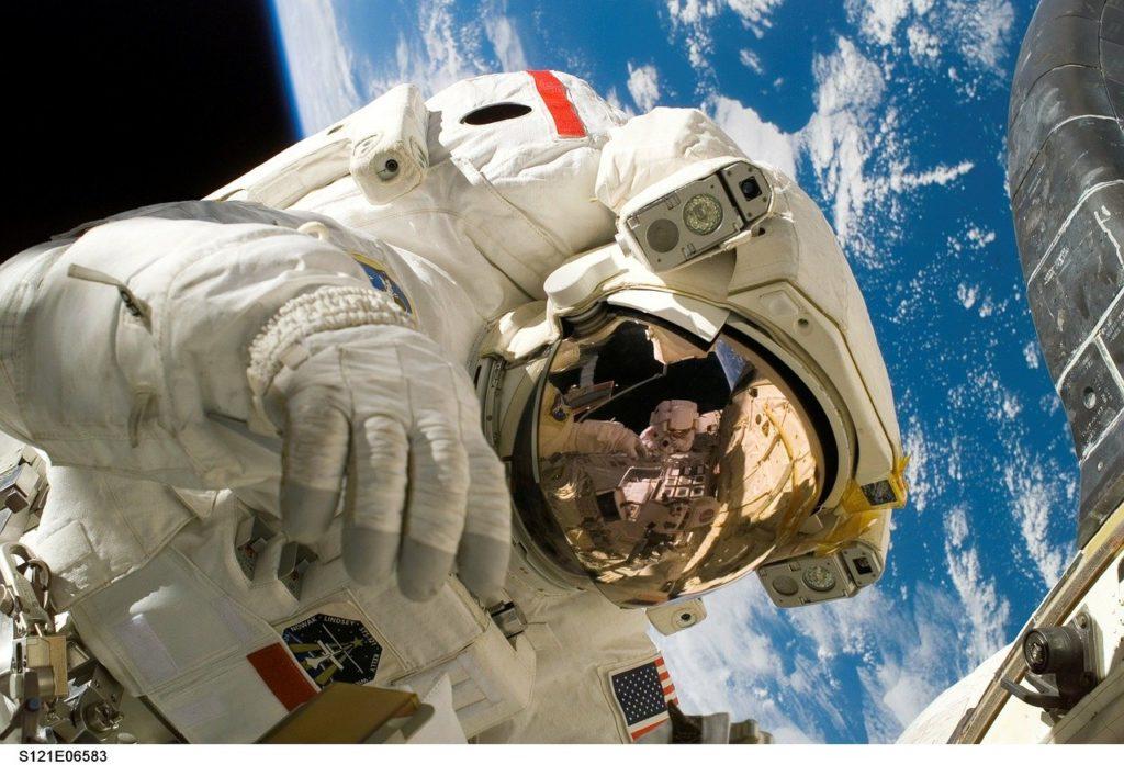 gros plan sur un astronaute