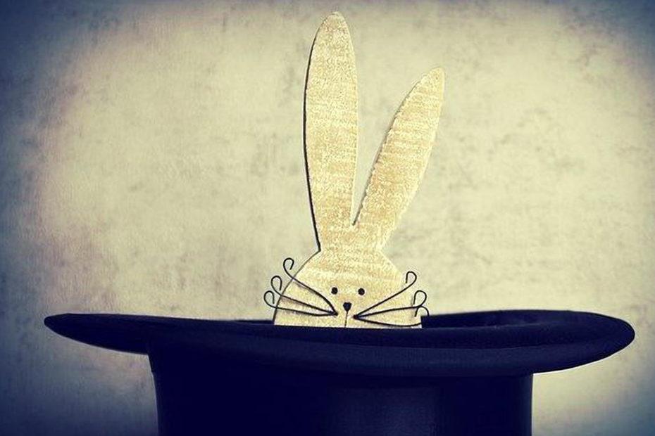 lapin sortant d'un chapeau