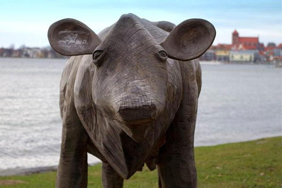 Sculpture de vache en bois