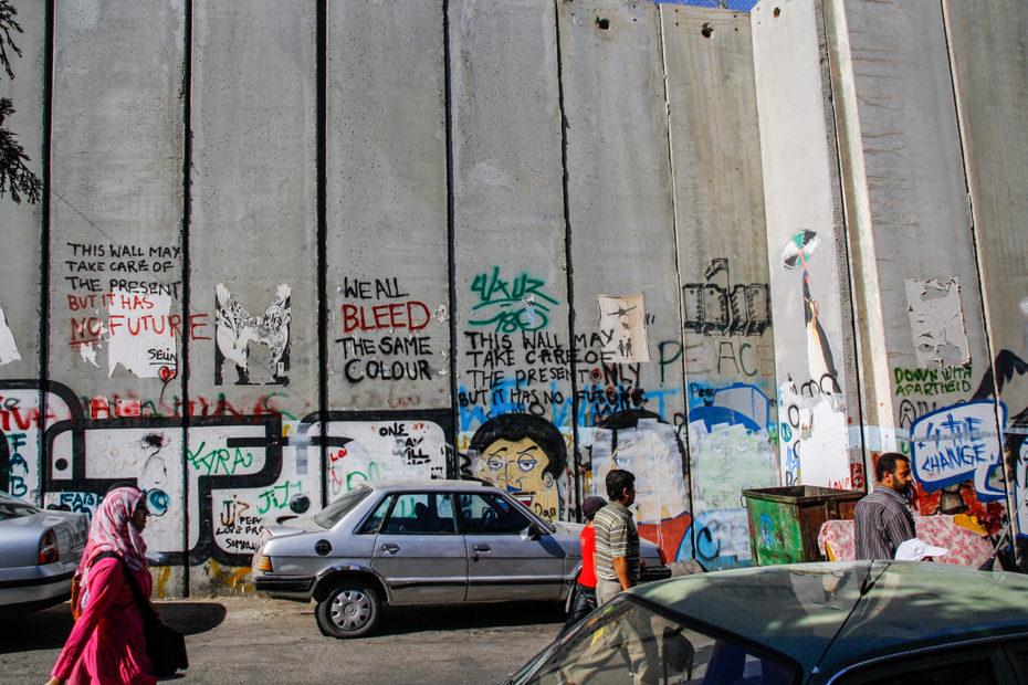 Graffitis sur le mur du côté cisjordanien.